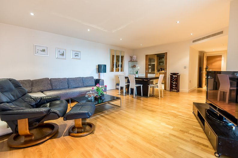 2 bedroom(s) apartment to sale in Fountain House, The Boulevard, Imperial Wharf, Fulham-image 2
