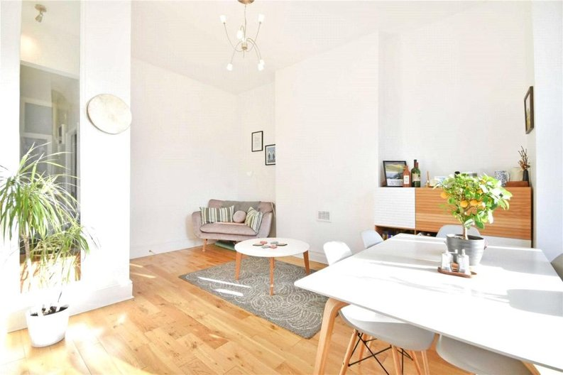 2 bedroom(s) apartment to sale in Claremont Road, Cricklewood, London-image 10