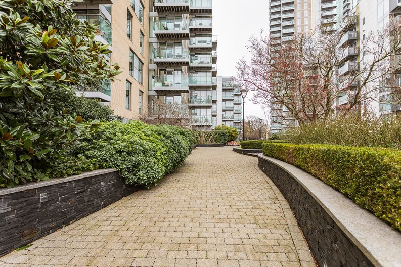 2 bedroom(s) apartment to sale in Waterside Apartments, Woodberry Down, Manor House-image 15