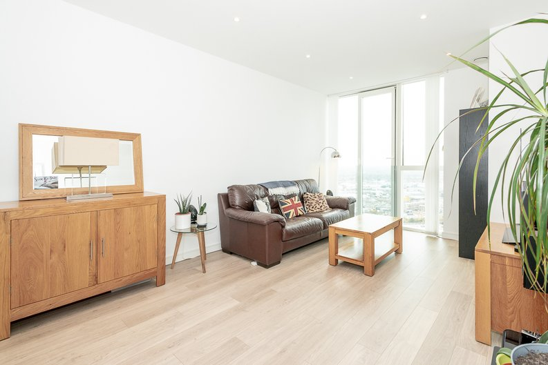 2 bedroom(s) apartment to sale in Pinnacle Apartments 11 Saffron Central Square, London, Croydon-image 3