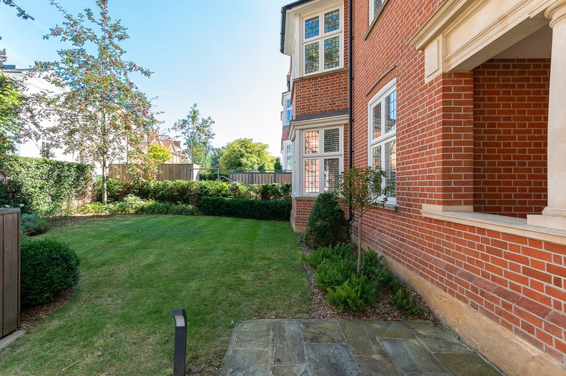 4 bedroom(s) apartment to sale in Kidderpore Avenue, Hampstead, London-image 17