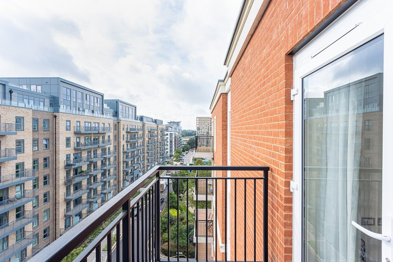 2 bedroom(s) apartment to sale in Beaufort Square, Colindale, London-image 23