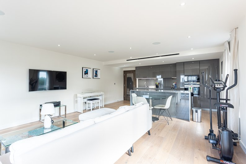 2 bedroom(s) apartment to sale in Beaufort Square, Colindale, London-image 3
