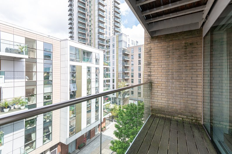 1 bedroom(s) apartment to sale in Waterside Apartments, Goodchild Road, London-image 7
