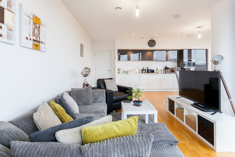 2 bedroom(s) apartment to sale in Edmunds House, Colonial Drive, London-image 3