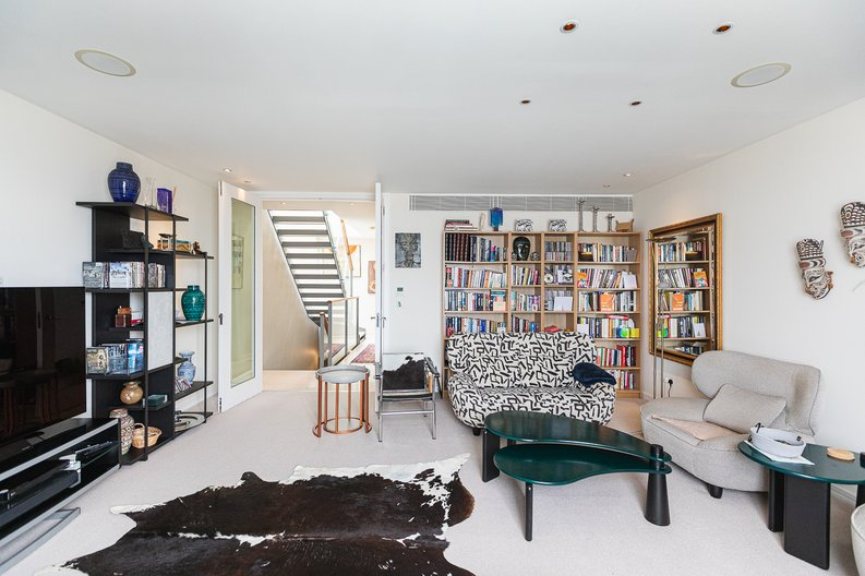 3 bedroom(s) apartment to sale in Cromwell Road, South Kensington, London-image 7