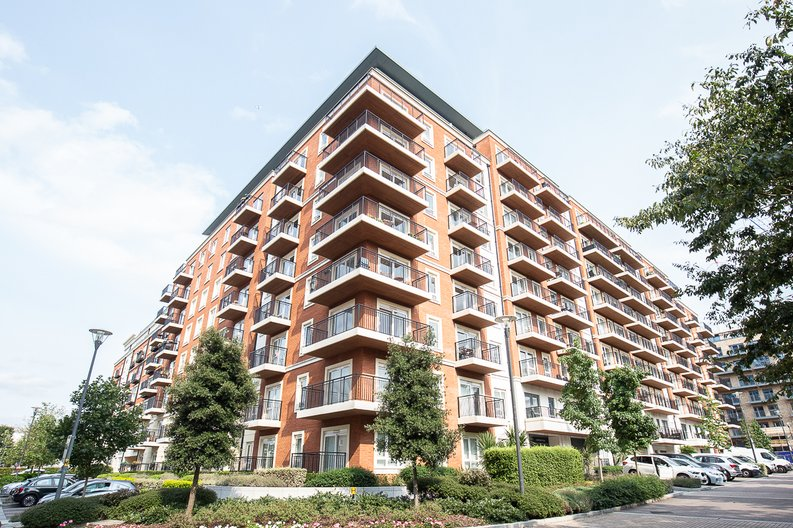 3 bedroom(s) apartment to sale in Golding House, Beaufort Square, Colindale-image 13