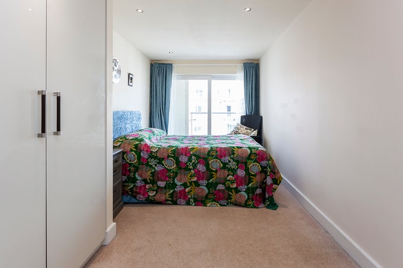 3 bedroom(s) apartment to sale in Cavendish House, 6 Boulevard Drive, London-image 5