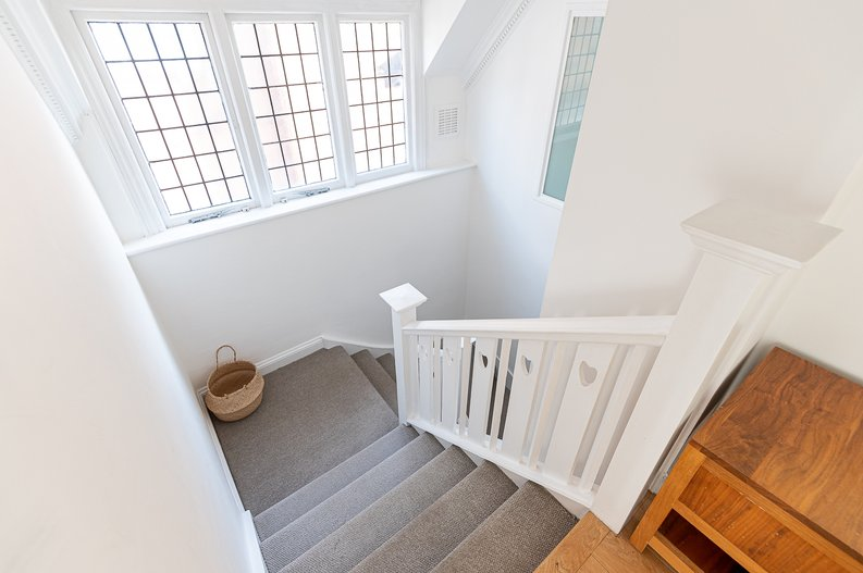 2 bedroom(s) apartment to sale in Hollycroft Avenue, Hampstead, London-image 8