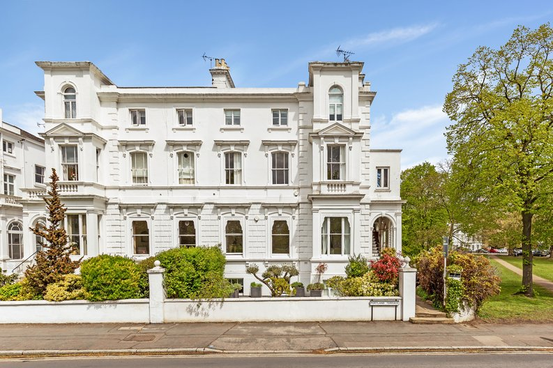 2 bedroom(s) apartment to sale in The Green, Surrey, Richmond-image 6