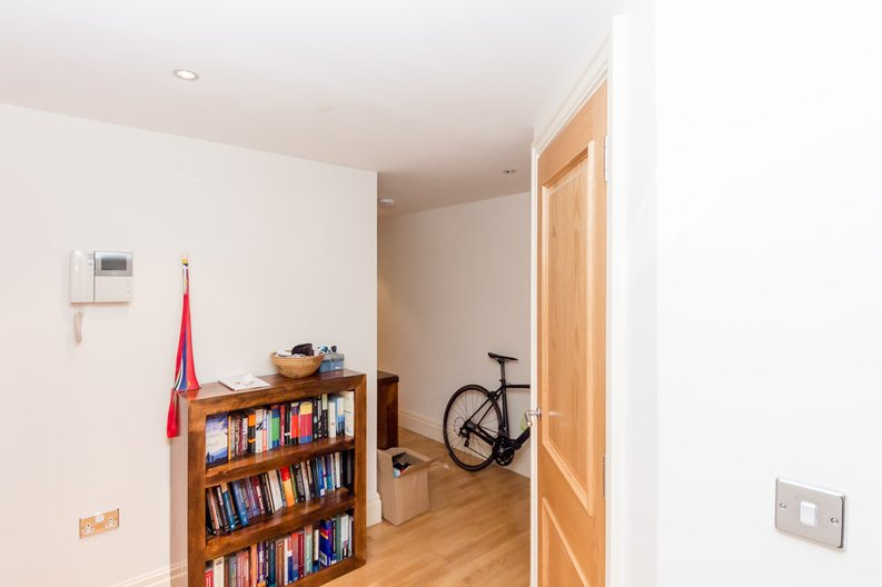 2 bedroom(s) apartment to sale in Aspect Court, Imperial Wharf, London-image 3