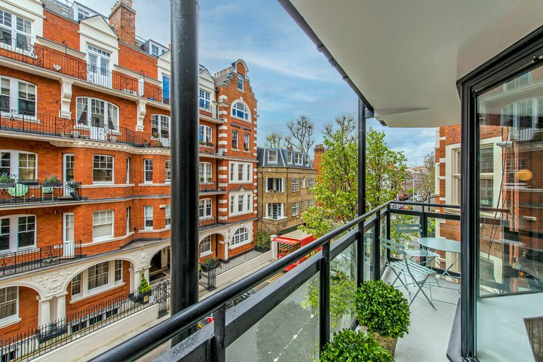 3 bedroom(s) apartment to sale in Drayton Gardens, Chelsea, London-image 22