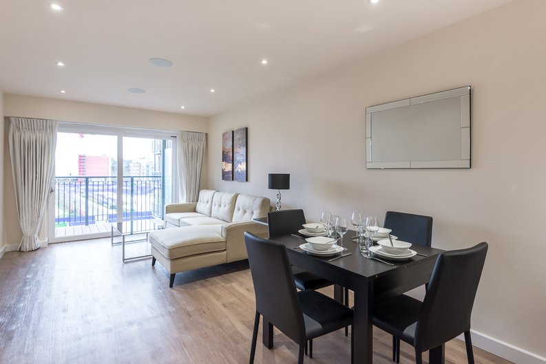 2 bedroom(s) apartment to sale in Constantine House, Boulevard Drive, Beaufort Park, Colindale-image 1