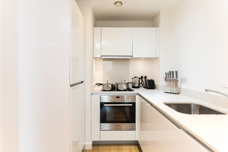 1 bedroom(s) apartment to sale in Riverside Apartments, Goodchild Road, Woodberry Down, Manor House-image 6