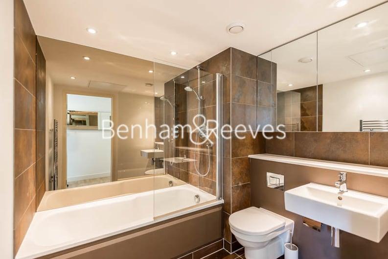 2 bedroom(s) apartment to sale in Landmark West Tower,, 22 Marsh Wall, London-image 4