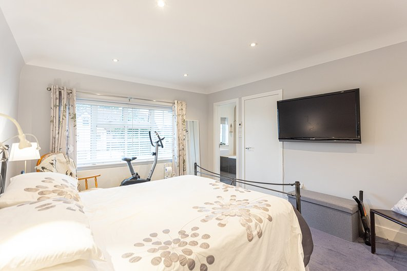 4 bedroom(s) house to sale in Hale Lane, Mill Hill, London-image 29