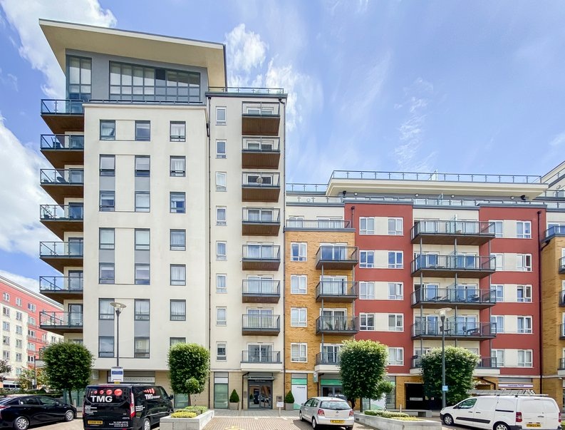 2 bedroom(s) apartment to sale in Croft House, 21 Heritage Avenue, Beaufort Park, Colindale-image 1