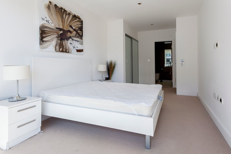 2 bedroom(s) apartment to sale in Belgravia House, Dickens Yard, Ealing-image 3