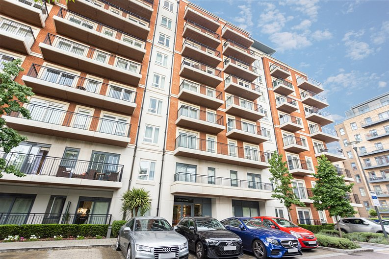 2 bedroom(s) apartment to sale in Beaufort Square, Colindale, London-image 20