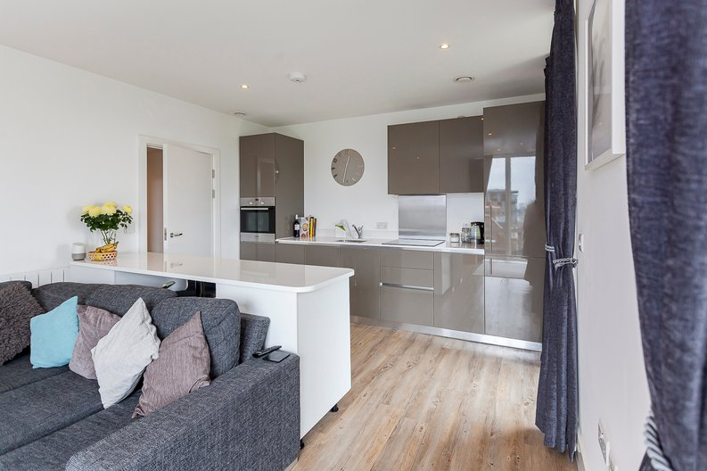 2 bedroom(s) apartment to sale in Cadet House, Victory Parade, Plumstead Road, Woolwich, London-image 9