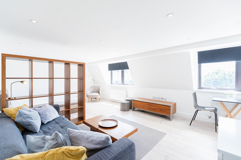 Studio apartment to sale in Prospect House, 67 St John's Road, Hounslow, London-image 1