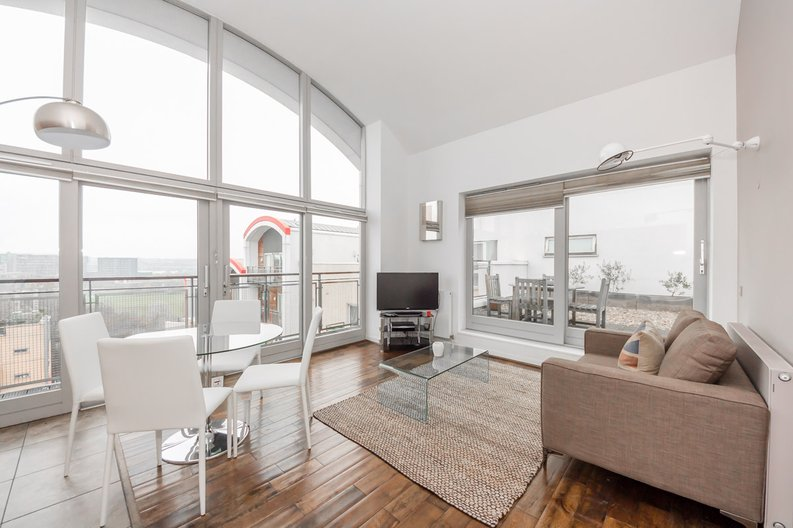 2 bedroom(s) apartment to sale in Metcalfe Court, John Harrison Way, Greenwich Millennium Village , Greenwich-image 1