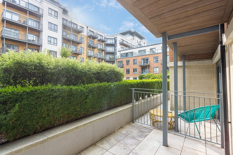 Studio apartment to sale in Boulevard Drive, Colindale, London-image 5