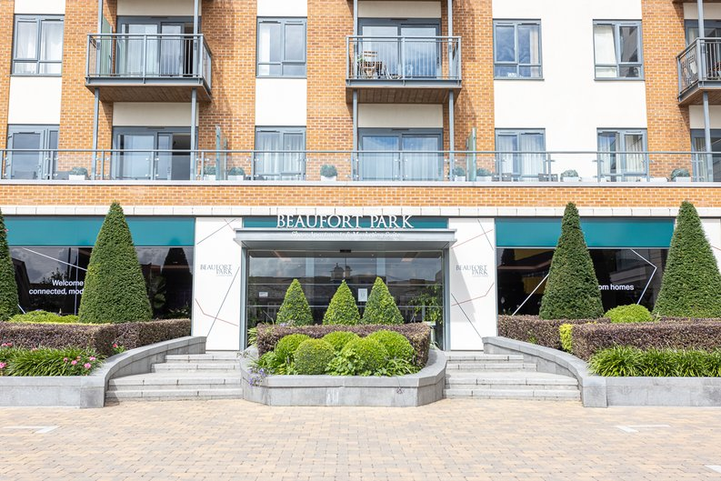 2 bedroom(s) apartment to sale in Aerodrome Road, Colindale, London-image 22
