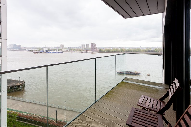 2 bedroom(s) apartment to sale in Duke of Wellington Avenue, Royal Arsenal Riverside, Woolwich, London-image 2