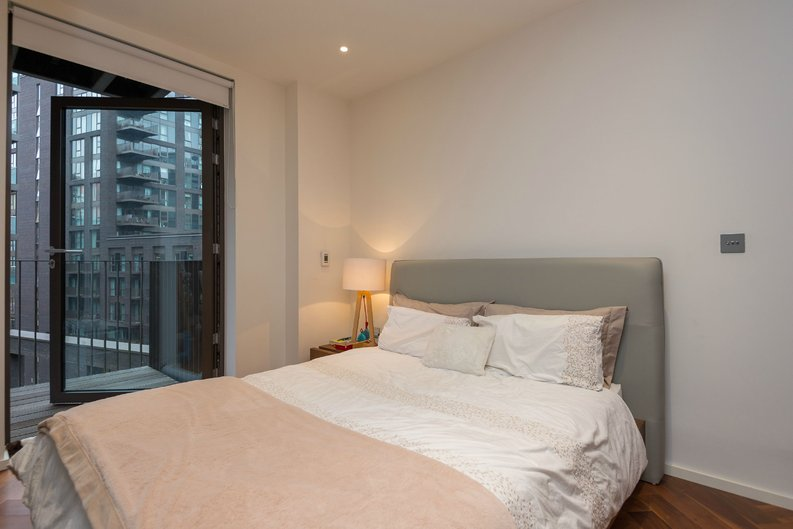 1 bedroom(s) apartment to sale in Ambassador Building, 5 New Union Square, London-image 8