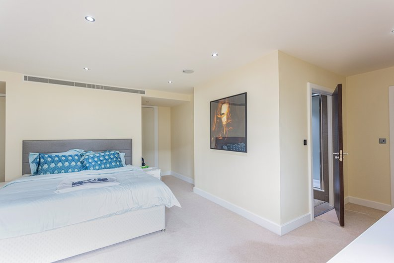 3 bedroom(s) apartment to sale in Boulevard Drive, Colindale, London-image 11