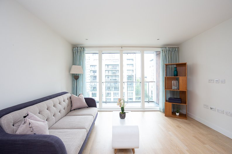1 bedroom(s) apartment to sale in Bridgeman House, Pump House Crescent, Brentford-image 1