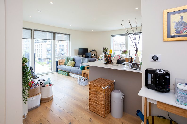 2 bedroom(s) apartment to sale in Tyger House, New Warren Lane, London-image 8