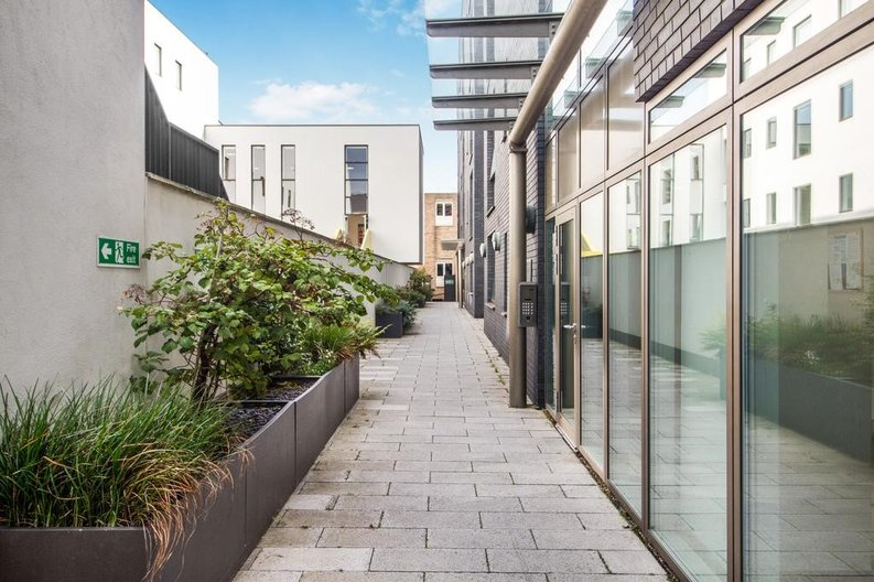 1 bedroom(s) apartment to sale in Waterfront Apartments, 82 Amberley Road, Maida Hill, London-image 6