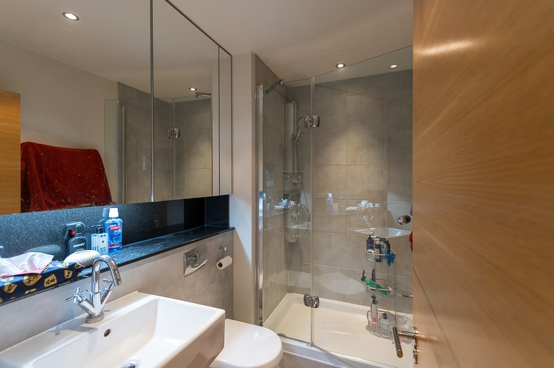 2 bedroom(s) apartment to sale in Regal House, Lensbury Avenue, Fulham-image 7