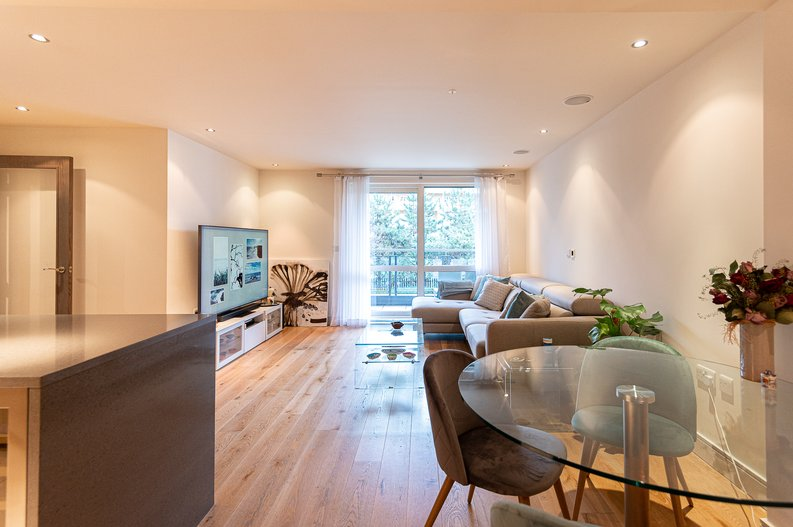 2 bedroom(s) apartment to sale in Doulton House, Park Street, Imperial Wharf, Fulham-image 2