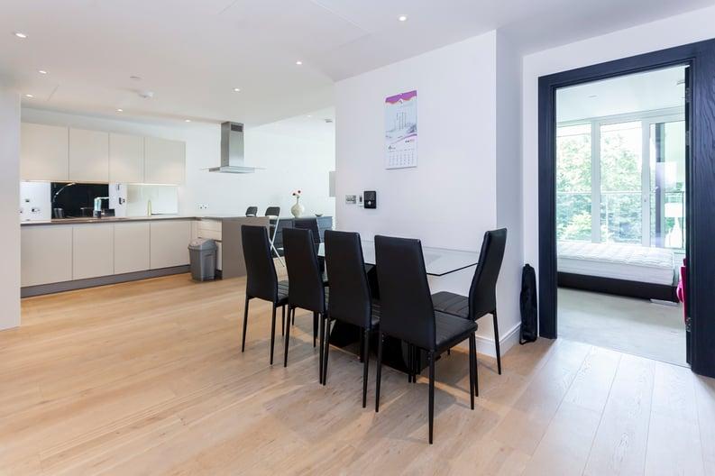 2 bedroom(s) apartment to sale in Cascade Court, Vista Chelsea Bridge, Battersea-image 14