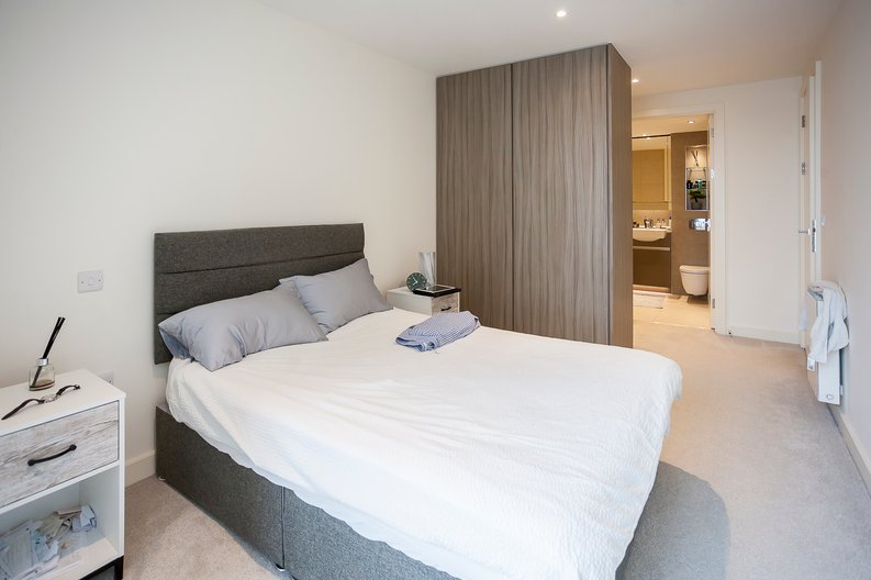 2 bedroom(s) apartment to sale in Duke of Wellington Avenue, Royal Arsenal Riverside, Woolwich, London-image 13