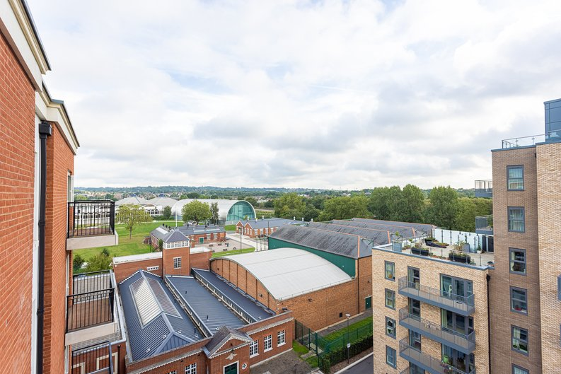 2 bedroom(s) apartment to sale in Beaufort Square, Colindale, London-image 16