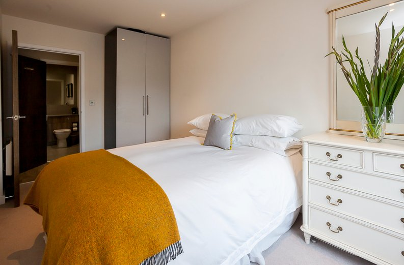 2 bedroom(s) apartment to sale in Constantine House, Boulevard Drive, Beaufort Park, Colindale-image 6