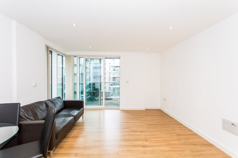 2 bedroom(s) apartment to sale in Waterside Apartments, Woodberry Down, Manor House-image 3