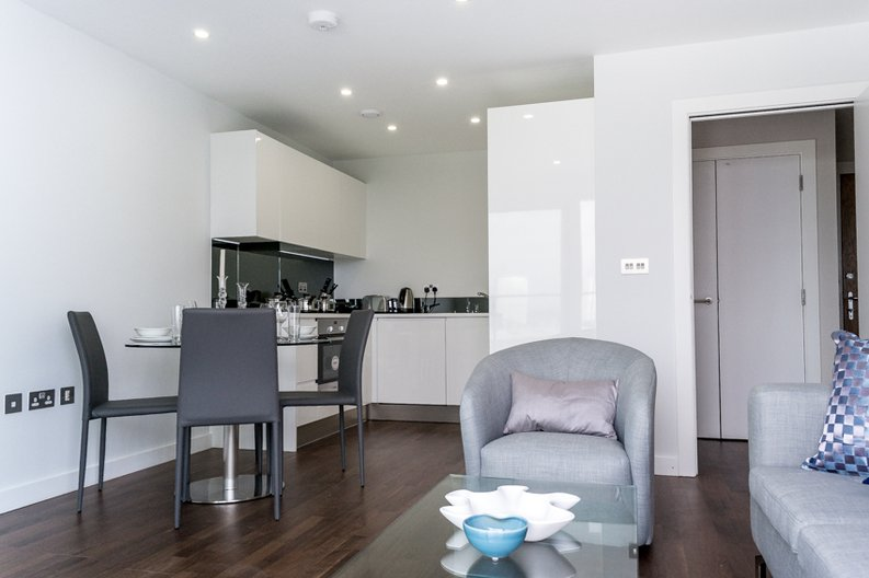 1 bedroom(s) apartment to sale in Cornmill House, 4 Wharf Street, London-image 3
