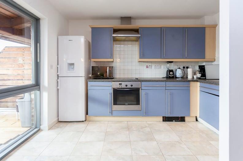 1 bedroom(s) apartment to sale in Martlesham Walk, Colindale-image 2