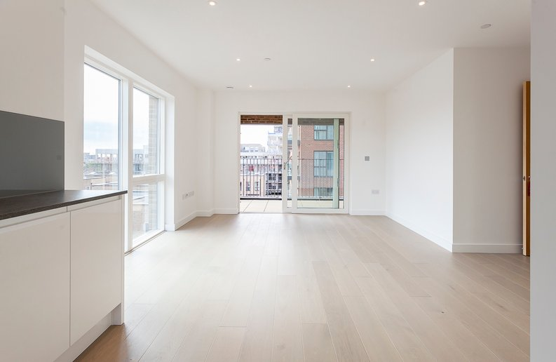 2 bedroom(s) apartment to sale in Maple House, 45 Lismore Boulevard, London-image 3