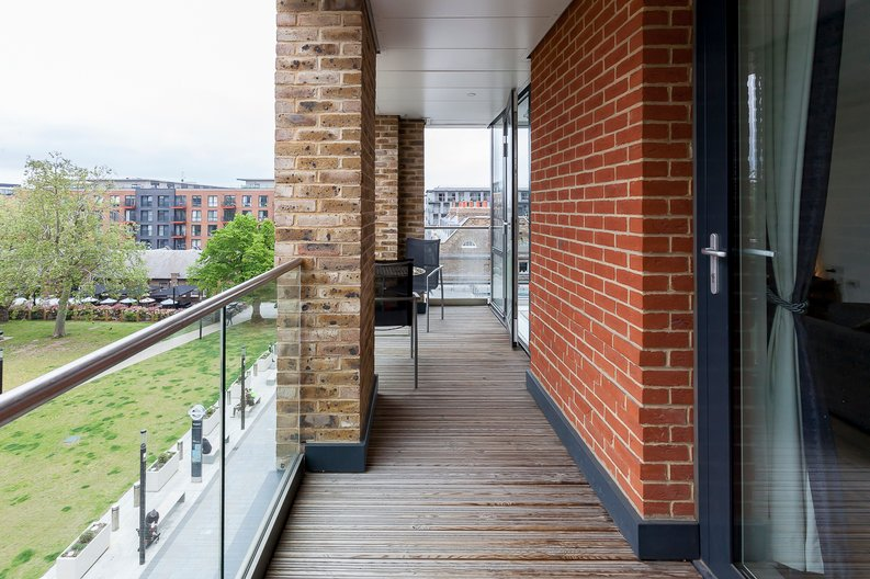 2 bedroom(s) apartment to sale in Cadet House, Victory Parade, Plumstead Road, Woolwich, London-image 6