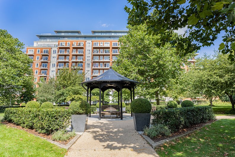 3 bedroom(s) apartment to sale in Boulevard Drive, Colindale, London-image 33
