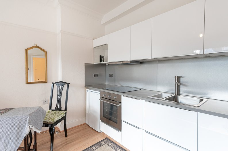 2 bedroom(s) apartment to sale in Cholmeley Park, Highgate Village, London-image 3