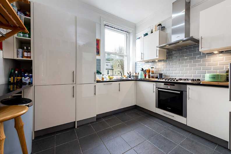 3 bedroom(s) apartment to sale in Hampstead Lane, Highgate-image 5
