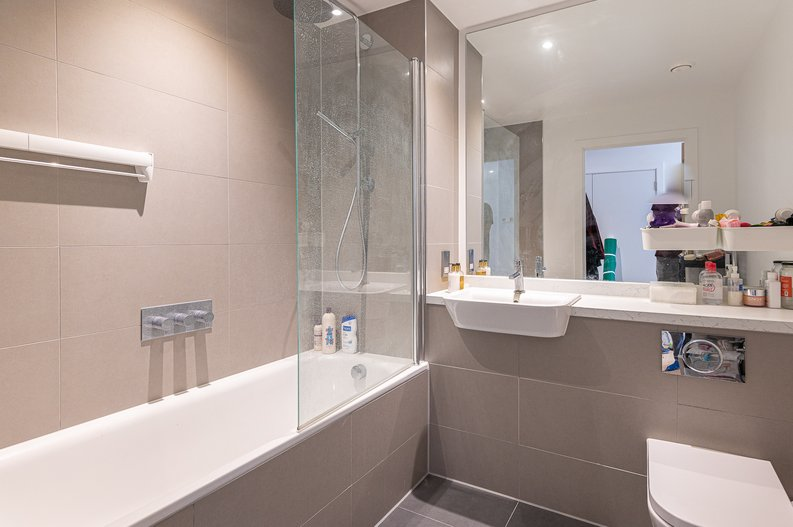 2 bedroom(s) apartment to sale in Eastern Point, Edgware Road, London-image 4