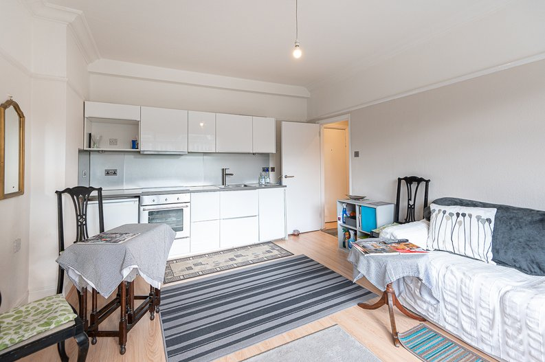 2 bedroom(s) apartment to sale in Cholmeley Park, Highgate Village, London-image 11